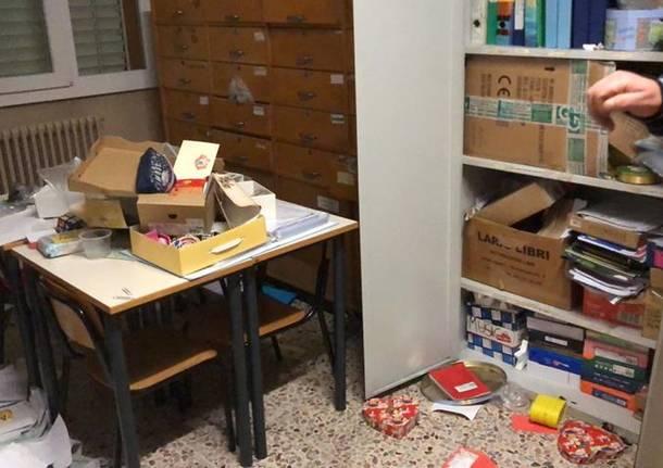 Porto Ceresio - Ladri nelle scuole