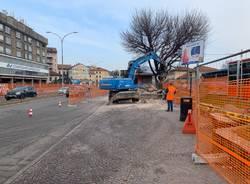 Prime demolizioni per il cantiere stazioni