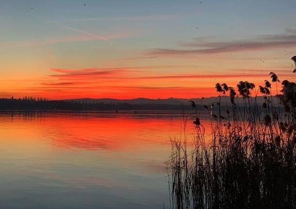 Varese, tramonto alla Schiranna - foto di Elisa Berengan