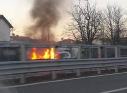Auto in fiamme Gallarate A8