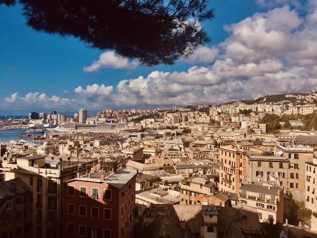 Genova: passeggiata tra le strade della regina del mare
