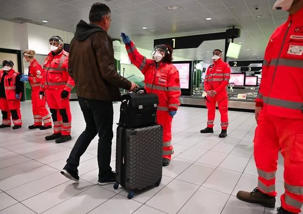 Controlli in aeroporto contro il Coronavirus