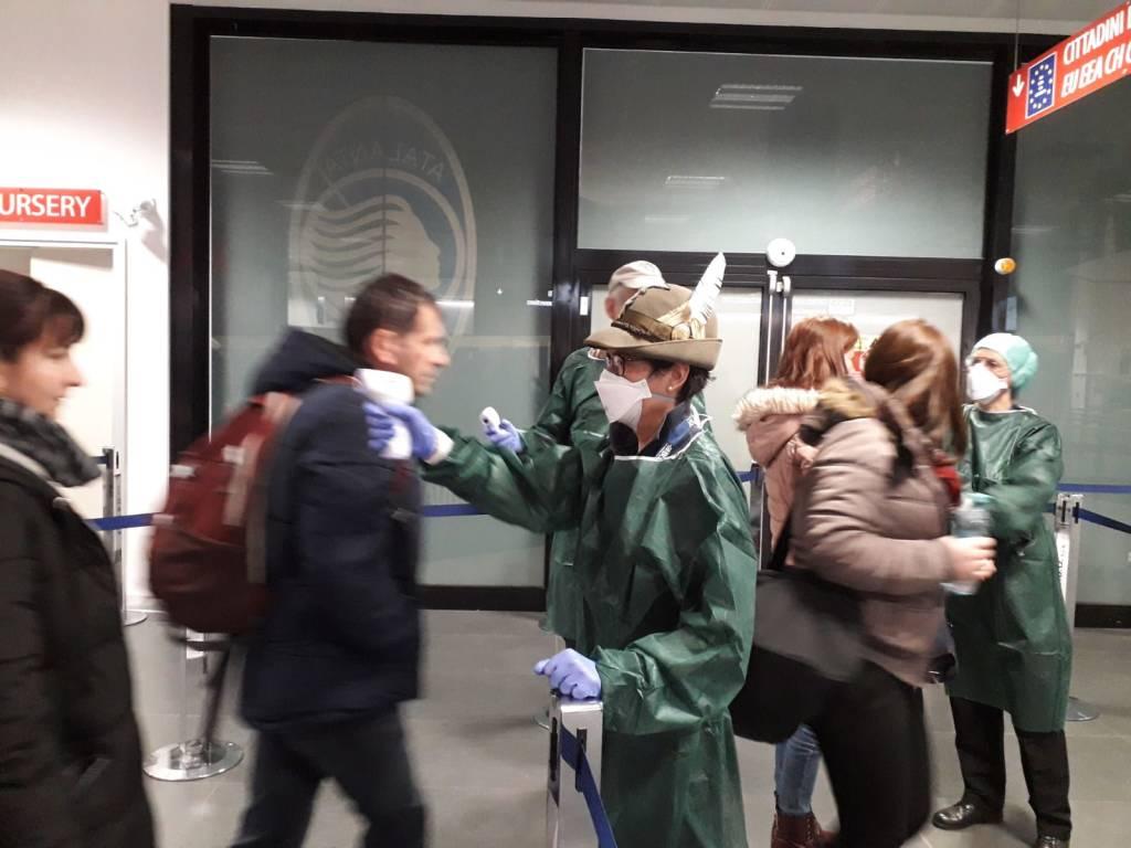 Controlli coronavirus in aeroporto