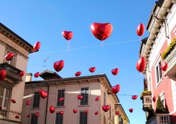 Gallarate via Manzoni agghindata per san valentino - foto di laura Trek