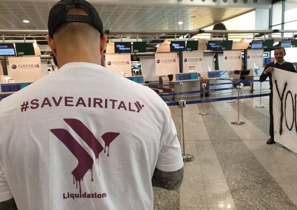 I flash mob a Malpensa contro la chiusura di Air Italy