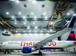 L'aereo di Delta Airlines con i nomi dei dipendente incisi