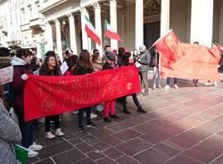 Manifestazione degli studenti dell'Università dell'Insubria per il popolo cinese