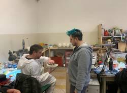 """Nel laboratorio di Andrea Leanza, il """"truccatore speciale"""" di Hammamet"""