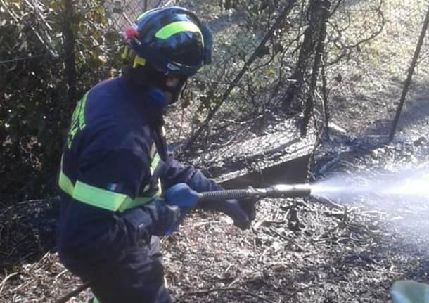 Principio di incendio a Casciago nel Parco di Villa Valerio