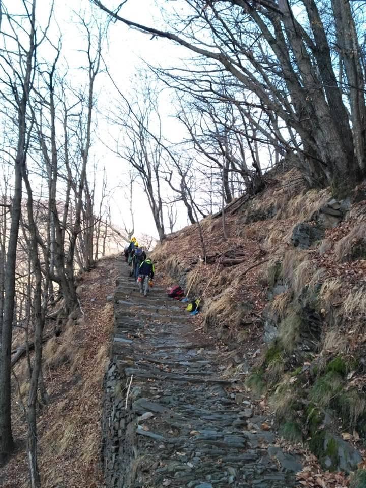 pulizia scalinata monteviasco febbraio 2020