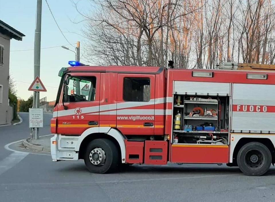 Sesto Calende: auto a fuoco