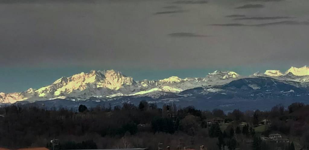 sua maestà il monte Rosa visto dal belvedere di Azzate