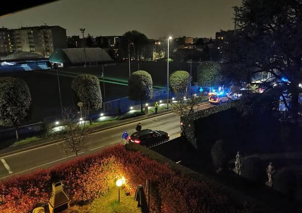 Nudo per strada, soccorso da 118 e carabinieri