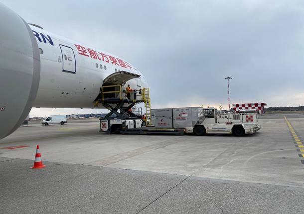 Il terzo lotto di aiuti dalla Cina atterrato a Malpensa