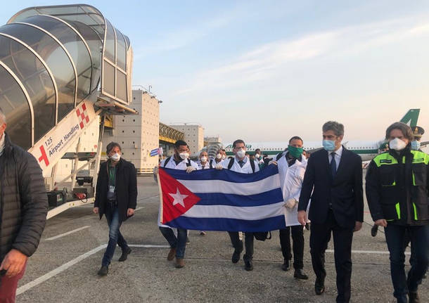 Coronavirus, arrivati a Malpensa 52 esperti sanitari cubani
