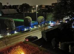 Corre nudo di notte per le strade di Saronno: bloccato dai carabinieri e affidato al 118