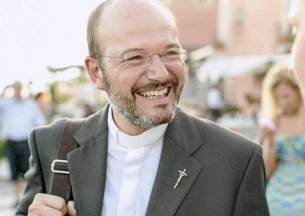Don Fabio, il prete che torna a fare il medico contro il Coronavirus
