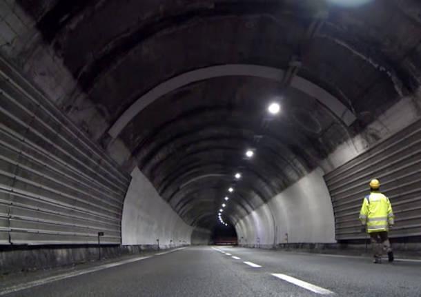 Como - Detriti sulla A-9, in corso la rimozione - Lombardia - Varese News
