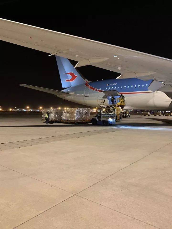Neos Air porta materiale sanitario dalla Cina