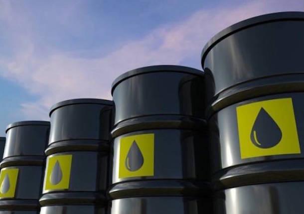 Il lunedì nero del petrolio: meno 37 dollari. Prima volta nella storia