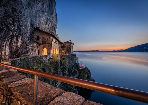 Eremo di Santa Caterina del Sasso sul Lago Maggiore   foto di Antonella Martinelli