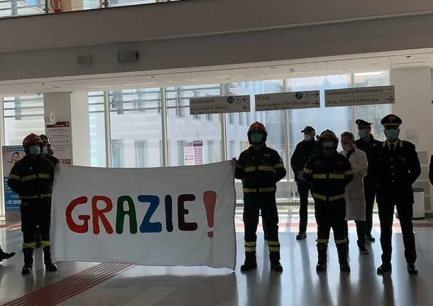 L'omaggio di Garbagnate Milanese al suo ospedale e al personale sanitario