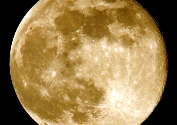 Superluna a Induno Olona - foto di Eugenio Pigato