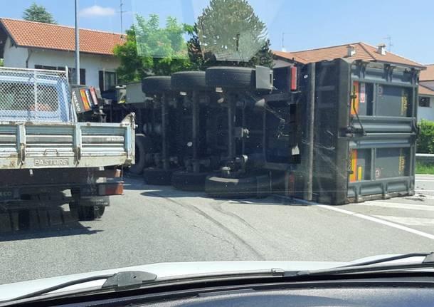 camion ribaltato gallarate