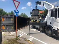 Camion ribaltato a Gallarate