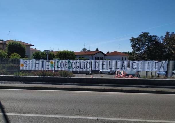 """Da """"orgoglio"""" a """"cordoglio"""": vandalizzato lo striscione dedicato alla Focris"""