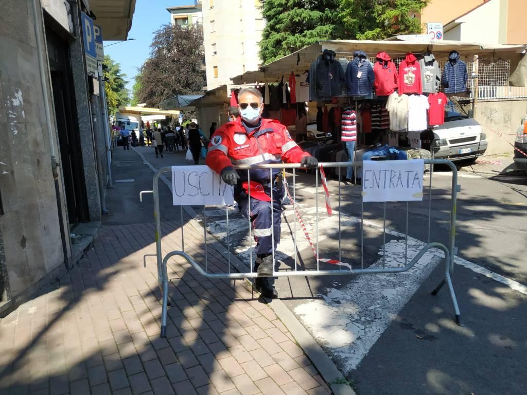 Il mercato di Saronno al completo: tornano tutti i banchi