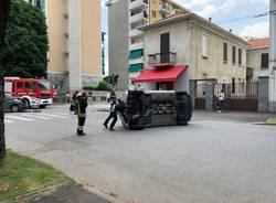 incidente stradale busto arsizio ribaltamento