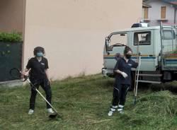 Induno Olona - I volontari della Protezione civile sistemano il verde pubblico