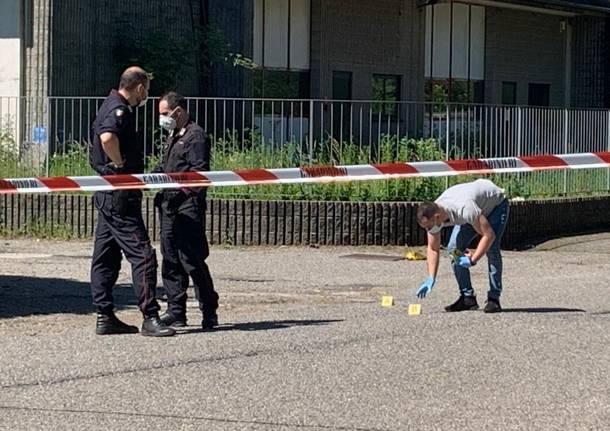 Lite a Malnate, uomo spara alla compagna