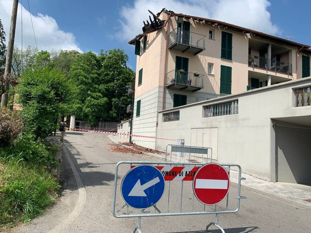 Palazzina in fiamme ad Azzate