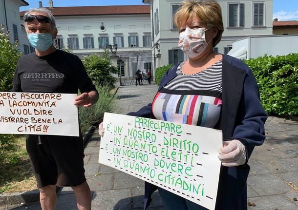 La protesta dell'opposizione a Castellanza