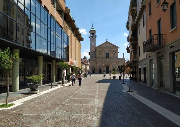 """Una mattinata nel centro di Saronno nella prima domenica """"post quarantena"""""""