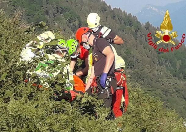 Cittiglio: soccorsi per un uomo caduto con il parapendio