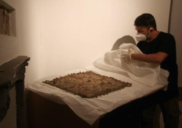 Cultura - Alla Collegiata parte il restauro di un velo funebre del 1443 - - Varese News