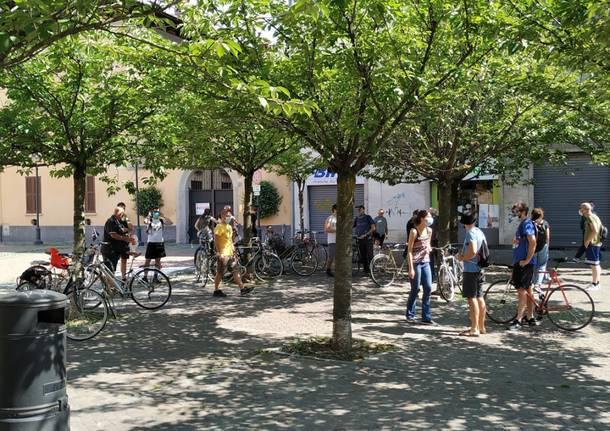 Il Collettivo Adespota si riunisce nel centro città: biciclettata da piazza San Francesco