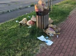 rifiuti abbandonati in via Arconate