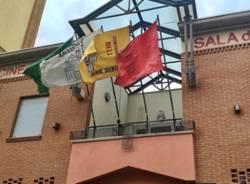 Uboldo, bandiere esposte per tenere vivo lo spirito del Palio