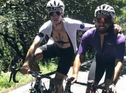 """Assault to Freedom scala in bici 16 volte il Campo dei Fiori di Varese per beneficienza: """"Missione compiuta"""""""