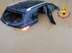 Auto sommersa nel sottopasso a Gerenzano, donna salvata dai vigili del fuoco