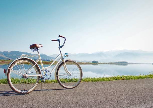 bicicletta lago