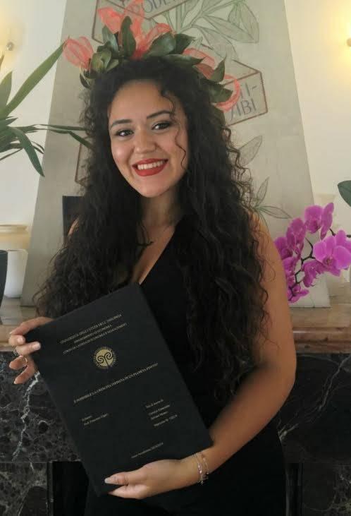 Congratulazioni per la Laurea, Carolyn Serrano