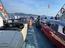 Sfilata di Dee sul traghetto