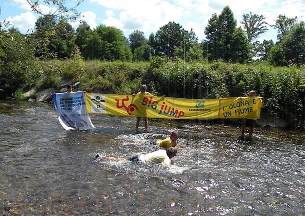 Nuotata degli attivisti di Legambiente nell'Olona - luglio 2020