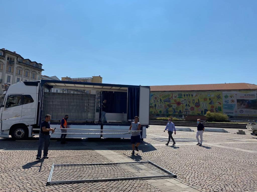 Primi lavori del mercato in piazza Repubblica