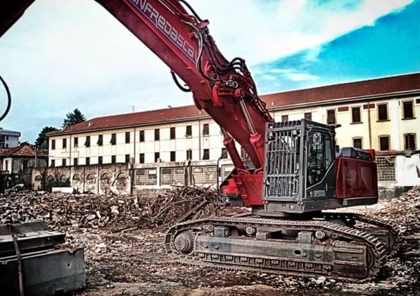 Saronno, cantiere ex Petri: abbattuta la casetta tra via don Guanella e via Padre Reina